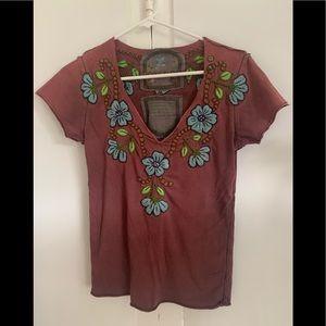 Joystick embroidered v neck t shirt size small